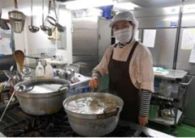 給食調理のお仕事★パート勤務★主婦(夫)活躍中★ あずみ苑結城