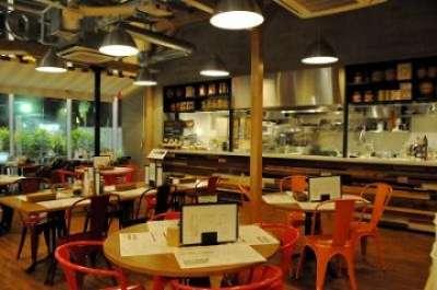 求む!六本木3分★食事無料★学生歓迎★週2日〜ホールスタッフ Gaston&Gaspar 六本木店