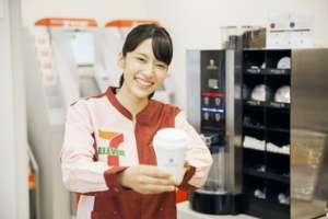 大好評の「セブンカフェ」。ご注文をいただくと店内に珈琲の香りが漂います♪