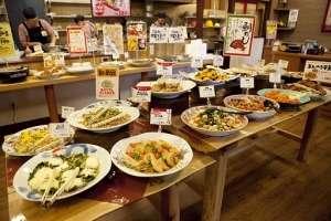 出来立てのお料理が日替りで60~80種類並びます。