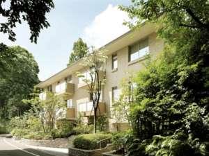 ★駒沢大学駅のすぐ近く。閑静な住宅街に佇む有料老人ホームです