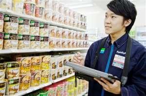 商品知識は、陳列棚のチェックなどで無理なく身につきます。