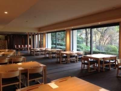 ガーデンレストラン人形町今半 池上本門寺店 池上本門寺内の落ち着いた雰囲気のレストラン・和食サービス勤務
